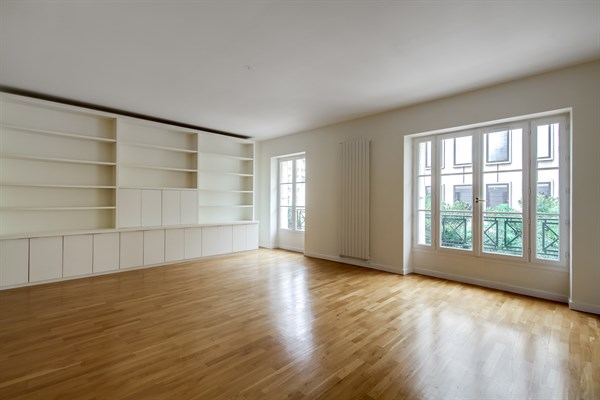Unfurnished luxury apartment w/ 3 bedrooms for rent at ...