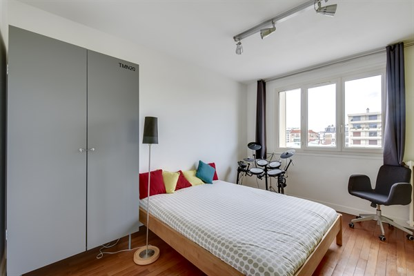 Modern Family Apartment For 5 People, 3 Bedrooms, Balcony Near Saint Lazare  At Garenne Colombes