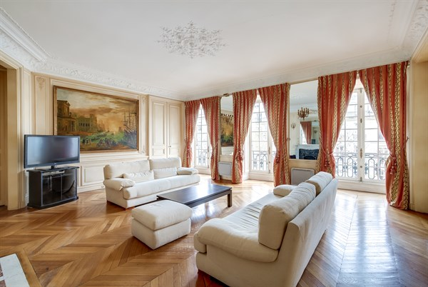 Short Term Rental Of Apartment For 4 Guests With 2 Bedrooms Furnished In Saint Germain Des Prés Paris 6th