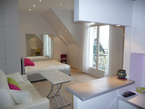 spacious studio apartment along avenue des champs elys es in the heart of the 8th district of. Black Bedroom Furniture Sets. Home Design Ideas