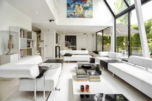 Living room with impressive bay windows