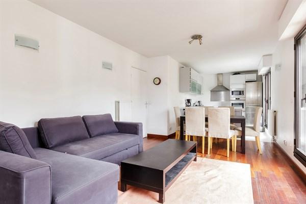 Appartement de prestige avec 2 chambres une immense terrasse et un jacuzzi neuilly le - Agence location meublee paris ...
