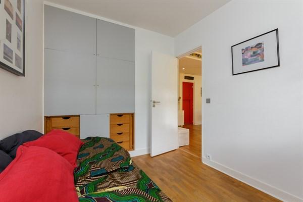 Appartement familial de 3 chambres avec terrasse en face for Chambre au mois paris