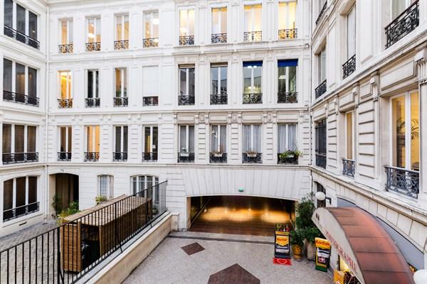 Magnifique appartement de 2 pi ces sur les champs elys es triangle d 39 or paris 8 me lincoln - Agence location meublee paris ...