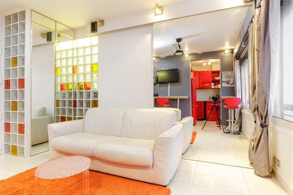 splendide appartement de 2 pi ces pour 2 ou 4 dans le triangle d 39 or paris 8 me ponthieu l. Black Bedroom Furniture Sets. Home Design Ideas