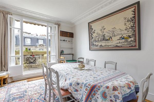 grand f3 avec balcon filant plein sud pour 4 6 personnes charles michel paris 15 me emile. Black Bedroom Furniture Sets. Home Design Ideas