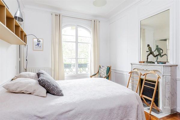 Appartement de standing avec 2 chambres avenue de breteuil for Chambre au mois paris