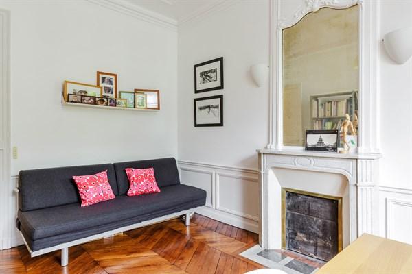 Appartement de standing avec 2 chambres avenue de breteuil for Chambre a la semaine paris