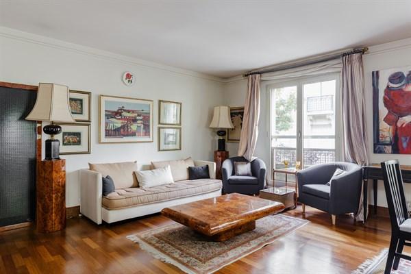 Appartement de prestige de 3 chambres doubles avec for Appartement meuble a louer paris 16