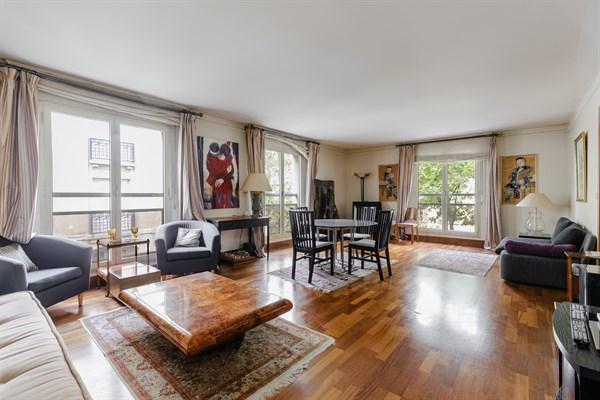 Appartement de standing meubl de 2 chambres avenue victor for Appartement meuble a louer paris 16