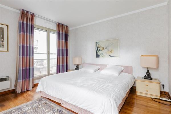 appartement de standing meubl de 2 chambres avenue victor hugo paris 16 me le longchamp l. Black Bedroom Furniture Sets. Home Design Ideas