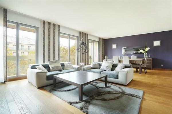 Magnifique Appartement De  Chambres Avec Balcon Filant Avenue