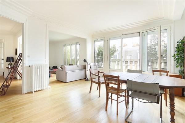 Spacieux appartement de 2 pi ces pour 4 avec balcon filant aux batignolles paris 17 me le guy - Agence location meublee paris ...