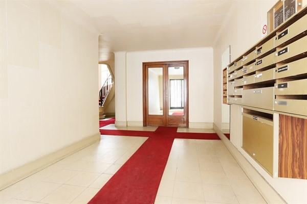 spacieux appartement de 2 pi ces pour 4 proche du trocad ro rue de siam paris 16e le. Black Bedroom Furniture Sets. Home Design Ideas