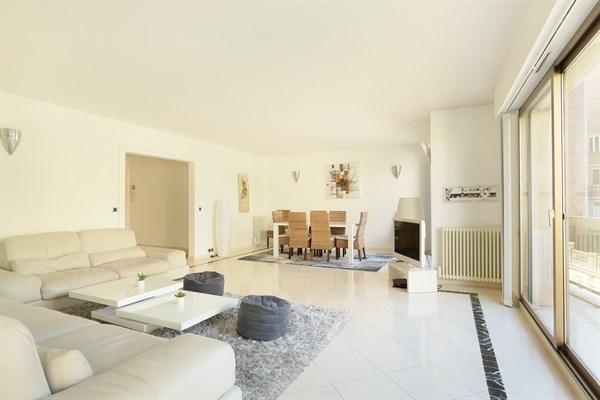 Appartement de luxe avec balcon et 3 chambres double for Agence immobiliere 3eme arrondissement paris