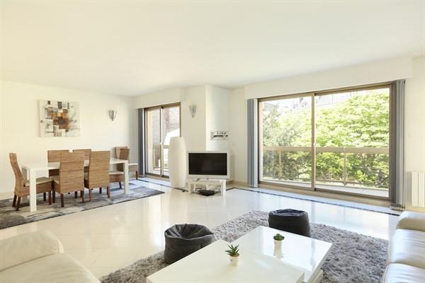 Appartement de luxe avec balcon et 3 chambres double trocad ro paris 16 me delacroix l - Location paris 3 chambres ...