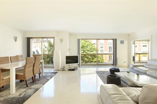 Appartement de luxe avec balcon et 3 chambres double for Appartement balcon paris