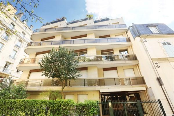 Appartement de luxe avec balcon et 3 chambres double - Location appartement 3 chambres paris ...