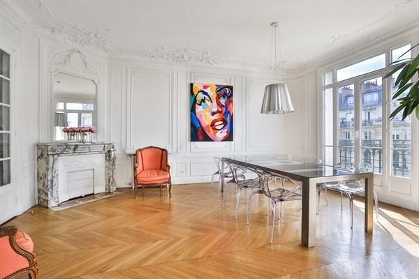 Appartement de luxe de 3 chambres avec vue tour eiffel et for Location meublee paris longue duree