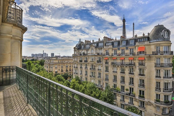 Appartement de luxe de 3 chambres avec vue tour eiffel et for Appart hotel paris location au mois