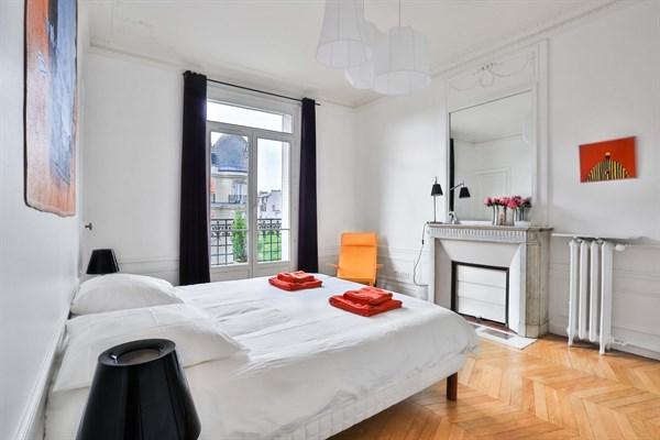 Appartement de luxe de 3 chambres avec vue tour eiffel et for Chambre au mois paris
