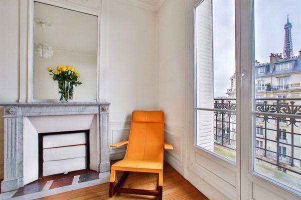 Appartement de luxe de 3 chambres avec vue tour eiffel et balcon paris 7 me le belgrade v l - Appartement meuble paris location longue duree ...