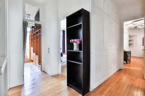 Appartement de luxe de 3 chambres avec vue tour eiffel et balcon paris 7 me le belgrade v l for Meuble luxe paris