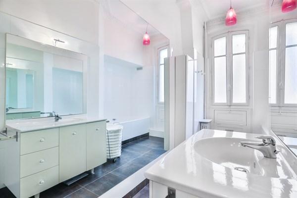 Appartement de luxe de 3 chambres avec vue tour eiffel et - Chambre d hote paris 7eme arrondissement ...