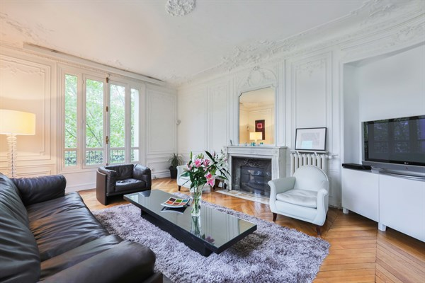 appartement de prestige de 3 chambres face au champ de paris location meublee longue duree