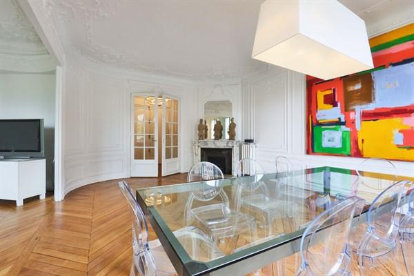 Appartement de prestige de 3 chambres face au champ de - Appartement luxe paris avec design sophistique et elegant ...