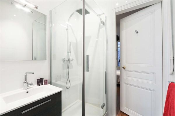 appartement de prestige de 3 chambres face au champ de mars paris 7 me le belgrade iii l. Black Bedroom Furniture Sets. Home Design Ideas