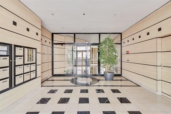 bel appartement de 3 pi ces en rez de jardin avec terrasse. Black Bedroom Furniture Sets. Home Design Ideas