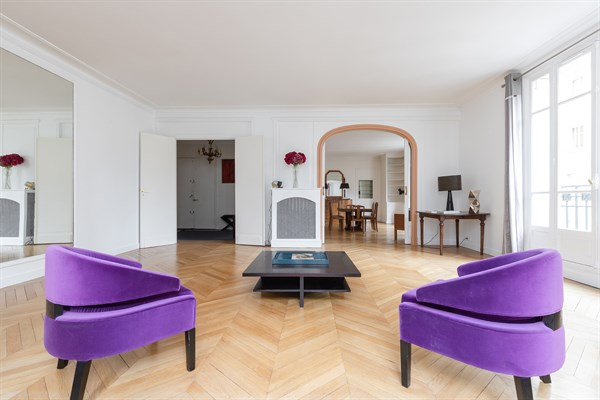 appartement de luxe de 4 chambres louer meubl l 39 ann e trocad ro paris 16 me. Black Bedroom Furniture Sets. Home Design Ideas