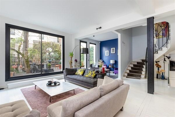 Maison de luxe de 5 chambres avec un f2 ind pendant et terrasse en face de roland garros for Maison prestige a louer