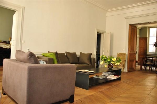 Appartement de luxe louer palais royal palais royal for Appart hotel paris pour 5 personnes