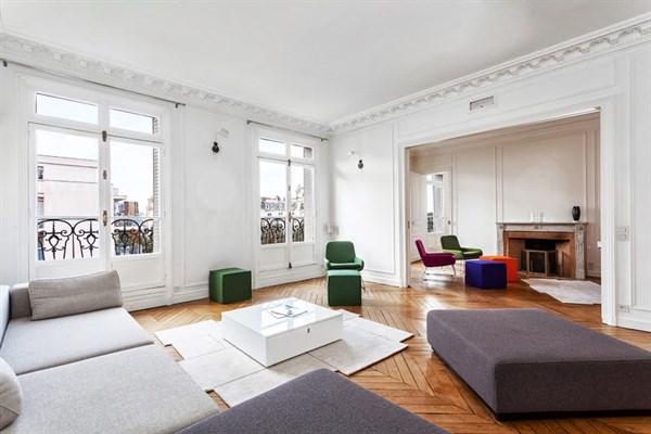 Appartement de luxe de 4 chambres sur 260 m2 avec balcon for Appartement balcon paris