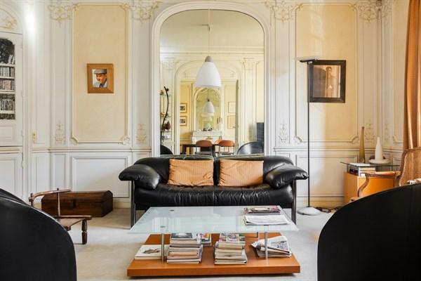 Appartement de standing avec 2 chambres avenue de breteuil for Meuble a louer paris