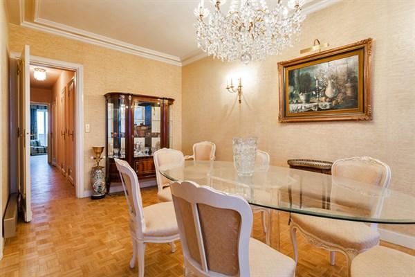 Appartement de 2 chambres avec vue imprenable sur for Chambre au mois paris
