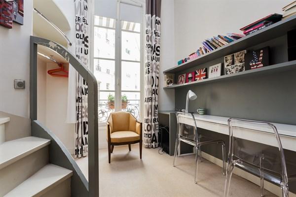 appartement 4 pi ces louer meubl en courte dur e place. Black Bedroom Furniture Sets. Home Design Ideas