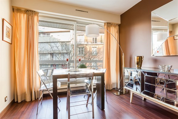 Splendide appartement de 2 pi ces avec terrasse cambronne paris 15 me le miollis l 39 agence - Agence location meublee paris ...