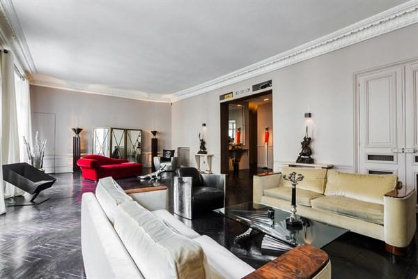Appartement de grand prestige avec deux chambres triangle d 39 or paris 8 me le george v l - Location appartement paris 4 chambres ...