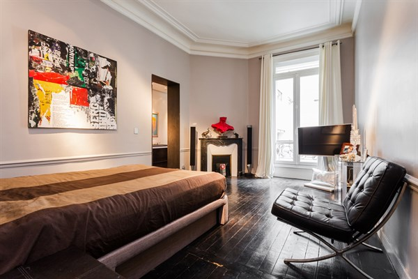 Appartement de grand prestige avec deux chambres triangle d 39 or paris 8 me le george v l - Location meublee temporaire paris ...