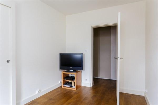 triplex de 4 chambres et terrasse deux pas de la place des vosges paris 4 me les vosges l. Black Bedroom Furniture Sets. Home Design Ideas