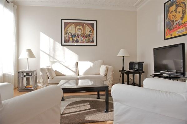 spacieux f2 l 39 allure moderne entre saint lazare et montmartre paris 9 me blanche l 39 agence. Black Bedroom Furniture Sets. Home Design Ideas