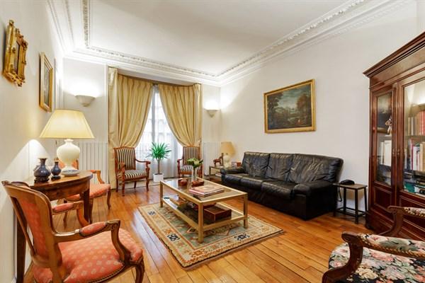 bien de prestige louer au mois avec 3 chambres et terrasse passy paris 16 me le marilyn. Black Bedroom Furniture Sets. Home Design Ideas
