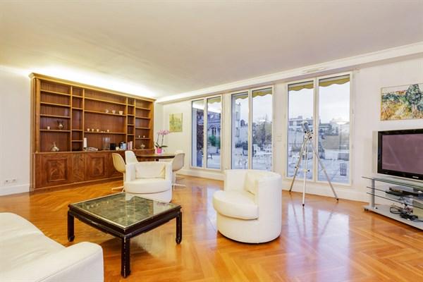 Appartement de 2 chambres spacieuse terrasse entre victor - Louer son appartement meuble a la semaine ...