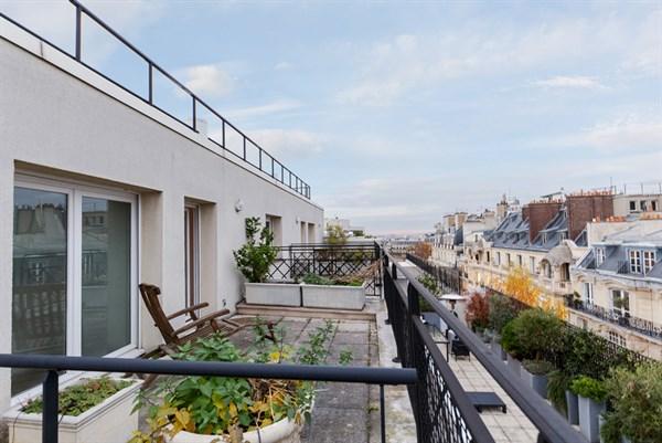 Appartement de 2 chambres spacieuse terrasse entre victor for Appartement meuble a louer paris 16