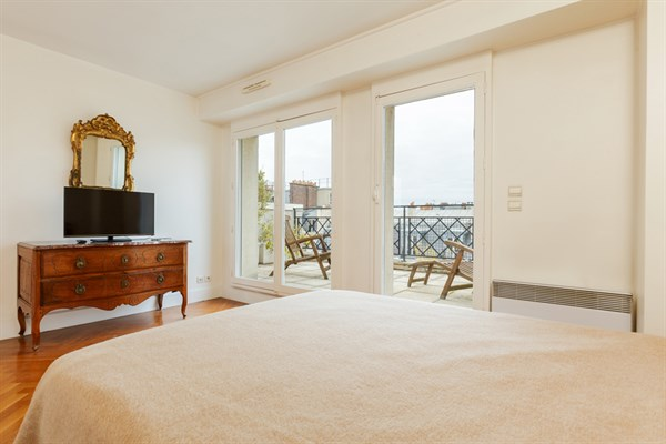 Appartement de 2 chambres spacieuse terrasse entre victor - Appartement de luxe victor hugo paris ...