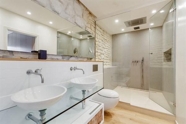 Loft de prestige la d coration stylis e avec 2 chambres - Paris location meublee courte duree ...