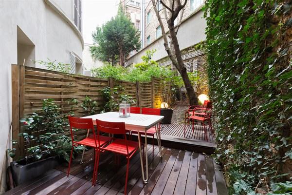 Loft de prestige de 3 pi ces avec jardin priv dans le for Loft jardin paris